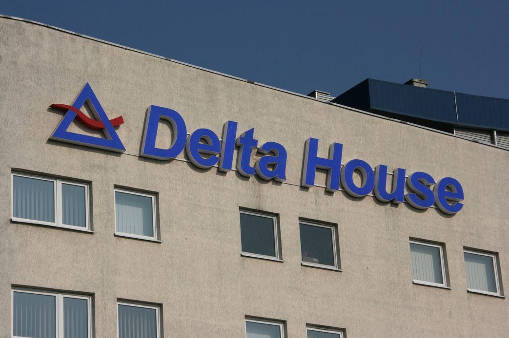 Logo i napis Delta House